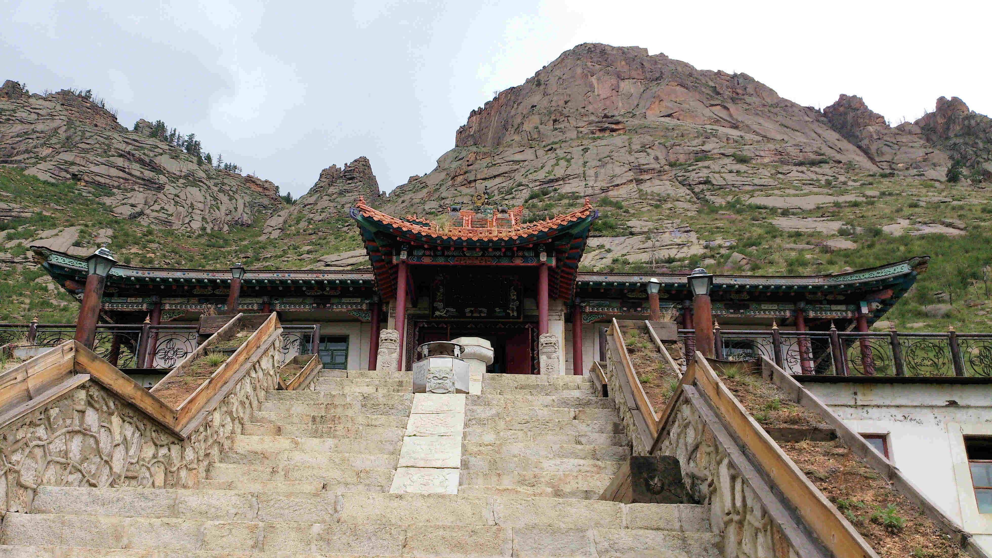 Alleine in der Mongolei: zum Felsentempel