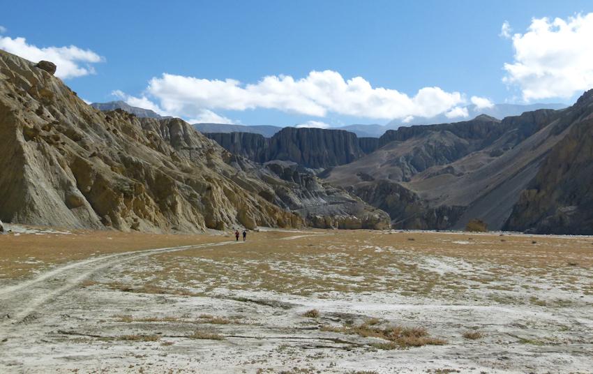 Trekking in Nepal: im Flussbett des Kali Gandaki