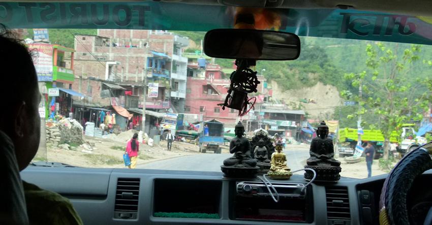 Vor und hinter dem Himalaya: nach Pokhara