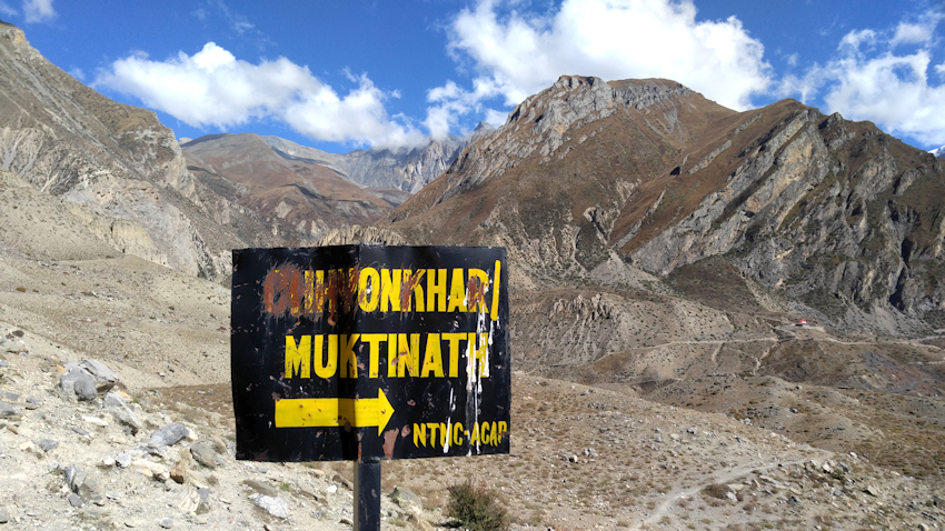 Trekking in Nepal: Blick in den Himalaya