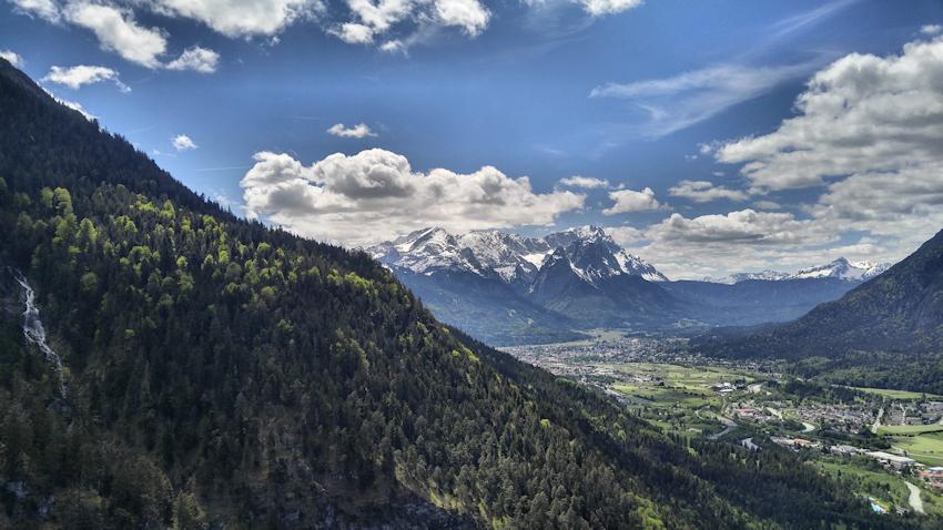 Ausblick auf Garmisch und Zugspitze