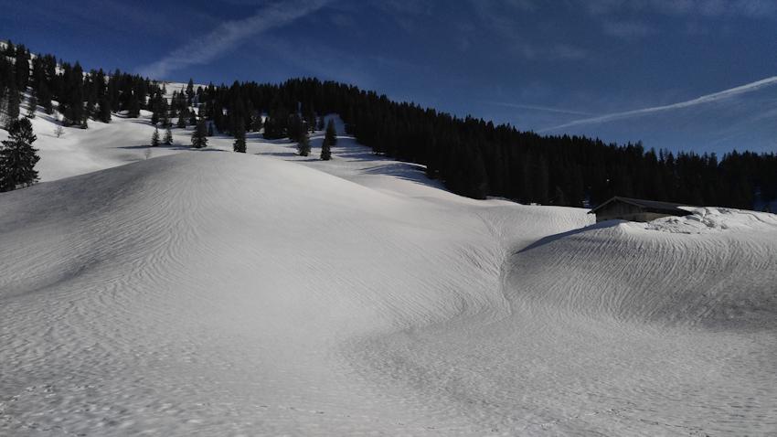 Winter Wanderung ohne Auto: über schmale Steige zur Lenggrieser Hütte