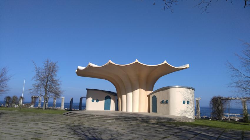 Musikpavillon Kurmuschel von Müther Wanderung: Zu den berühmten Kreidefelsen auf Rügen