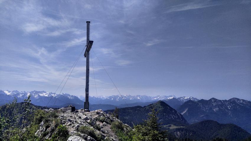Rabenkopf Gipfel mit Aussicht in die Alpen
