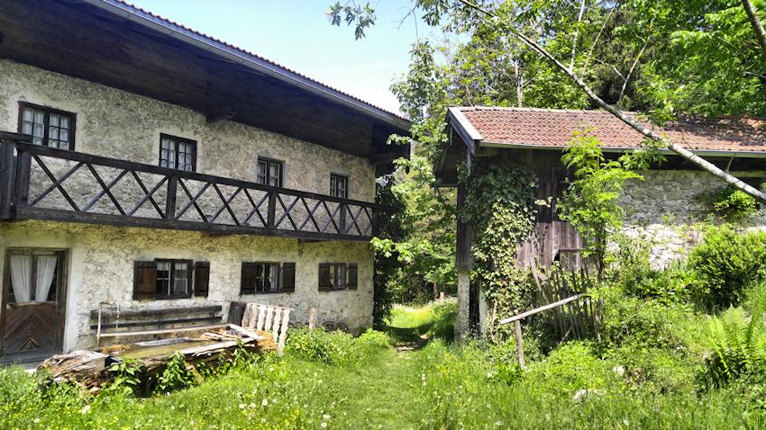 Wanderung ohne Auto: einsam und idyllisch auf den Rehleitenkopf: Bauer am Berg