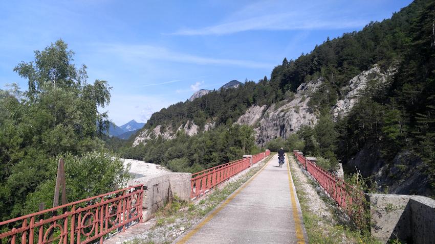 Alpe Adria Radweg auf alten Eisenbahnbrücken