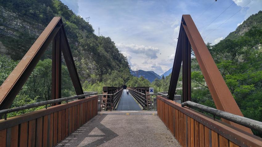 Alpe Adria: Mit dem Fahrrad über alte Eisenbahnbrücken