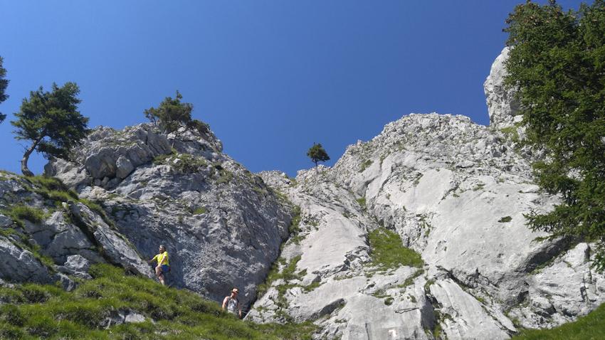 Wanderung ohne Auto: über leichten Klettersteig auf den Brünnstein