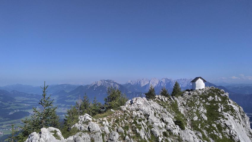 Am Gipfel des Brünnstein mit seiner kleinen Kapelle und der wunderbaren Aussicht