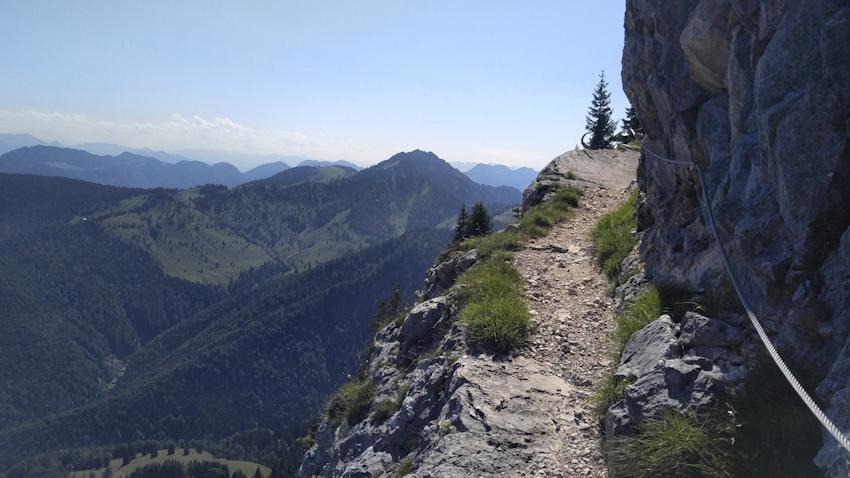 Felsband mit prachtvoller Aussicht am Brünnstein