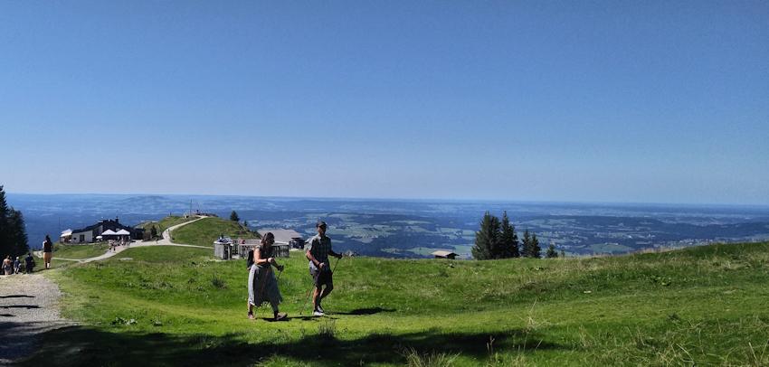 Vorderes Hörnle mit Bergstation und Hörnlehütte