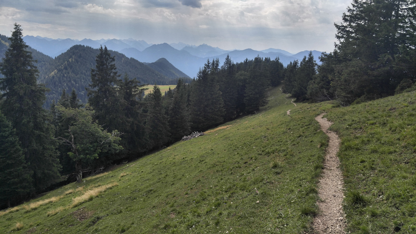 am Gipfel des Rauheck, Gratüberschreitung von Kochel nach Ohlstadt