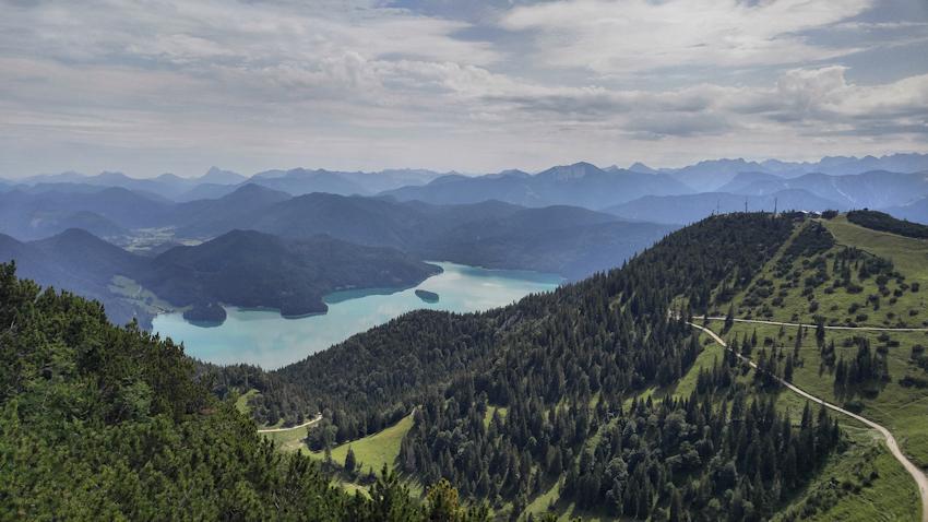 Blick vom Herzogstand auf Walchensee und in die Alpen hinein