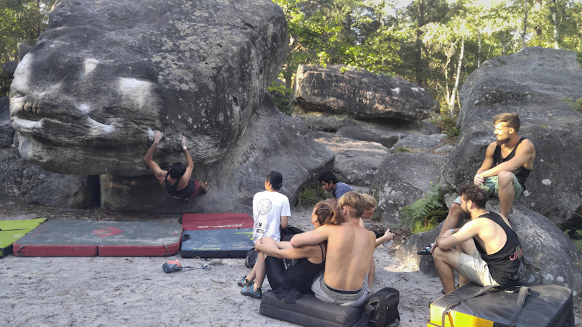 Boulder in Canche aux Merciers nahe Fontainebleau