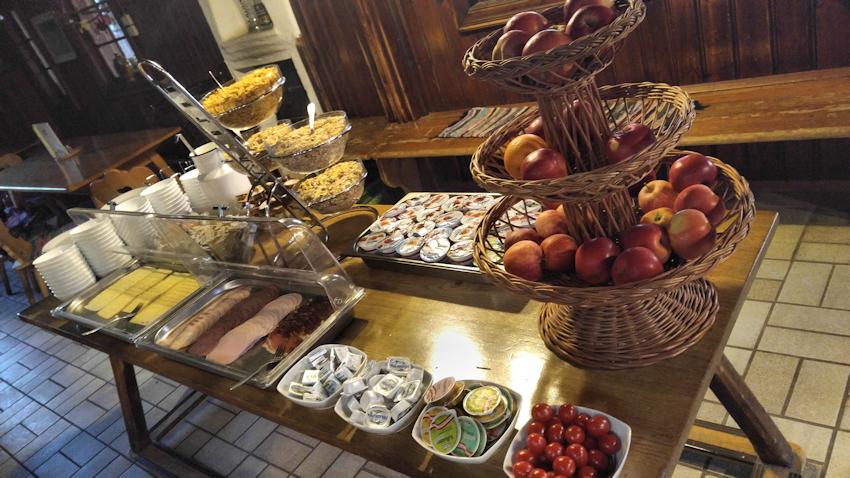 Frühstücksbuffet Vorderkaiserfelden Hütte