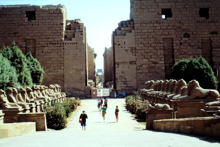 Widderallee vorm Tempel von Karnak