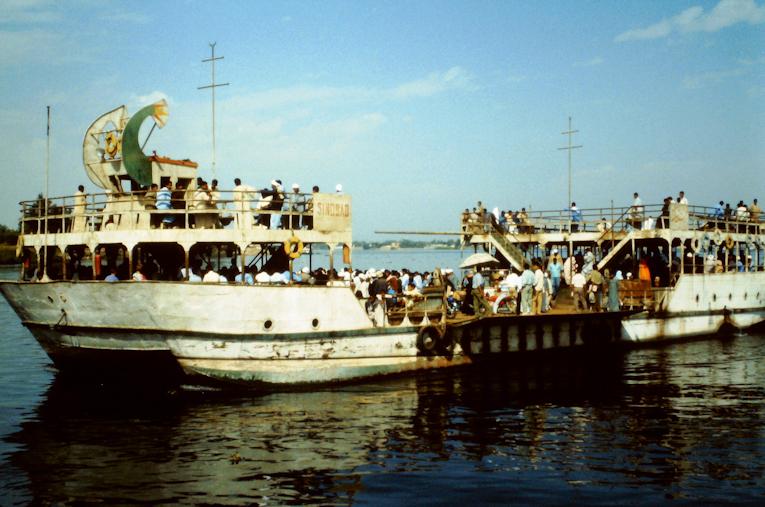 Passagierfähre Luxor über den Nil