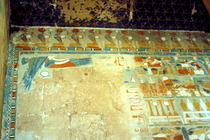 WAndmalerei eines Schutzgeiers im Tempel der Hatschepsut