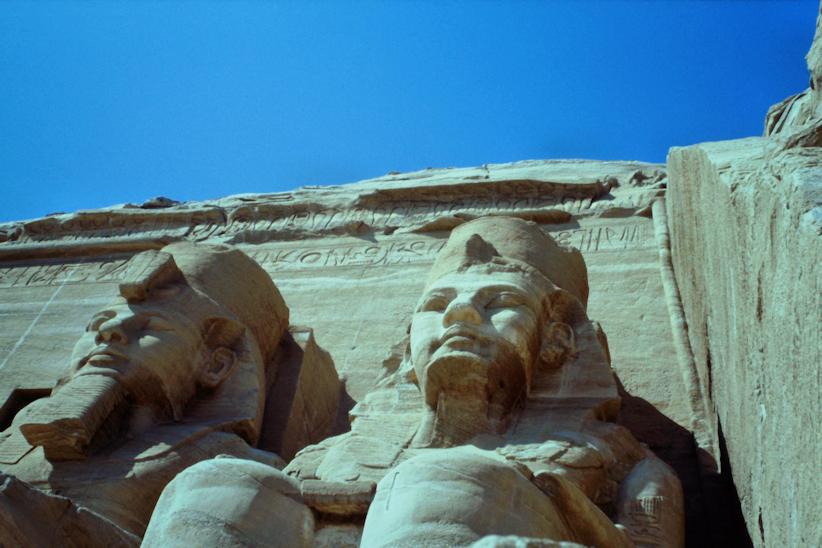 Kolossalstatuen Ramses II in Abu Simbel