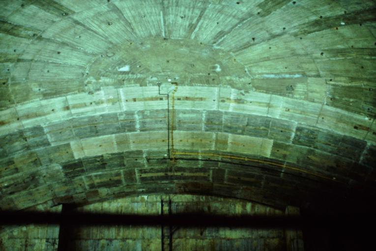 Stahlbetonkuppel über dem Felsentempel