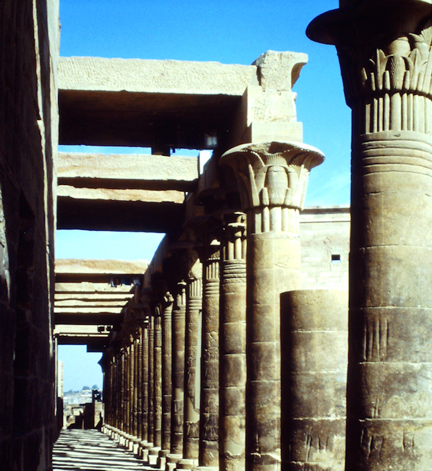Säulenhalle vom Isis-Tempel