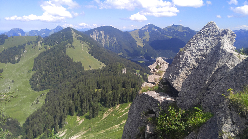 Gipfel der Bodenschneid mit Blick zur Brecherspitz
