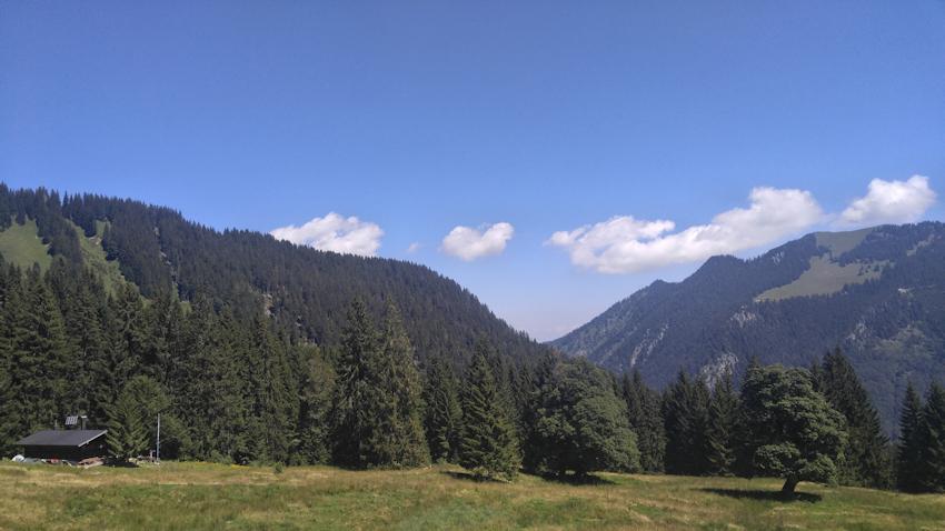 Blankensteinhütte mit Bodenschneid im Hintergrund