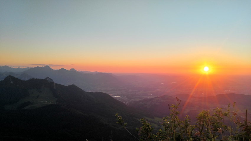Sonnenuntergang am Berggipfel