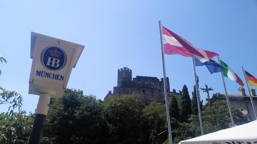 Die Burg Castel Drena am Ausstieg